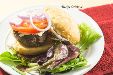 Organic Beef Burger with a Spring Mix Salad